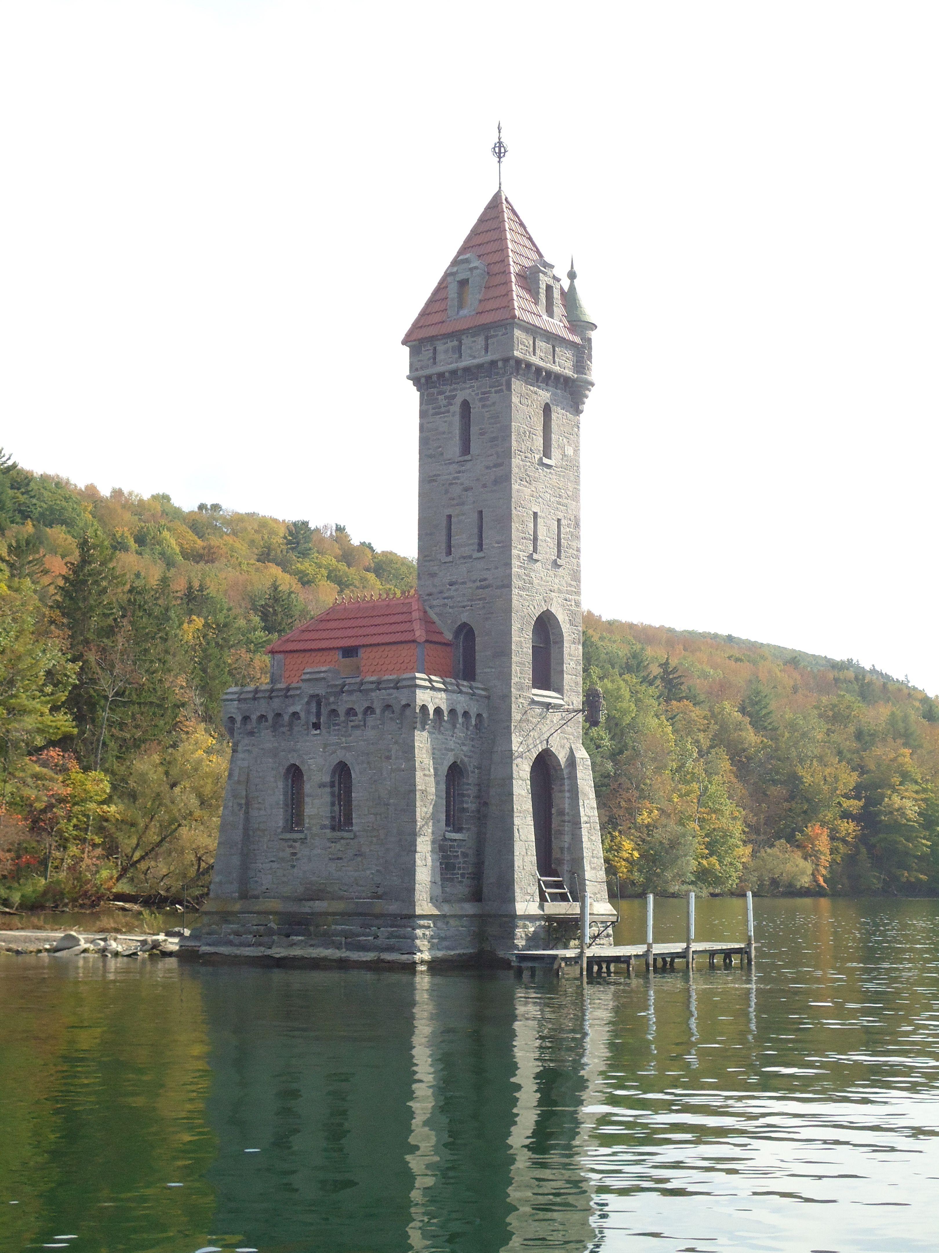 Kingfisher tower castle otsego lake ny roadside attractions kingfisherfingervillatowerstravelingcastlesmountainnyc