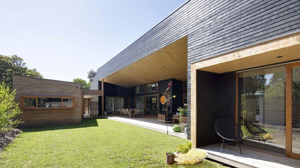 Open Plan Leads to Large Veranda in