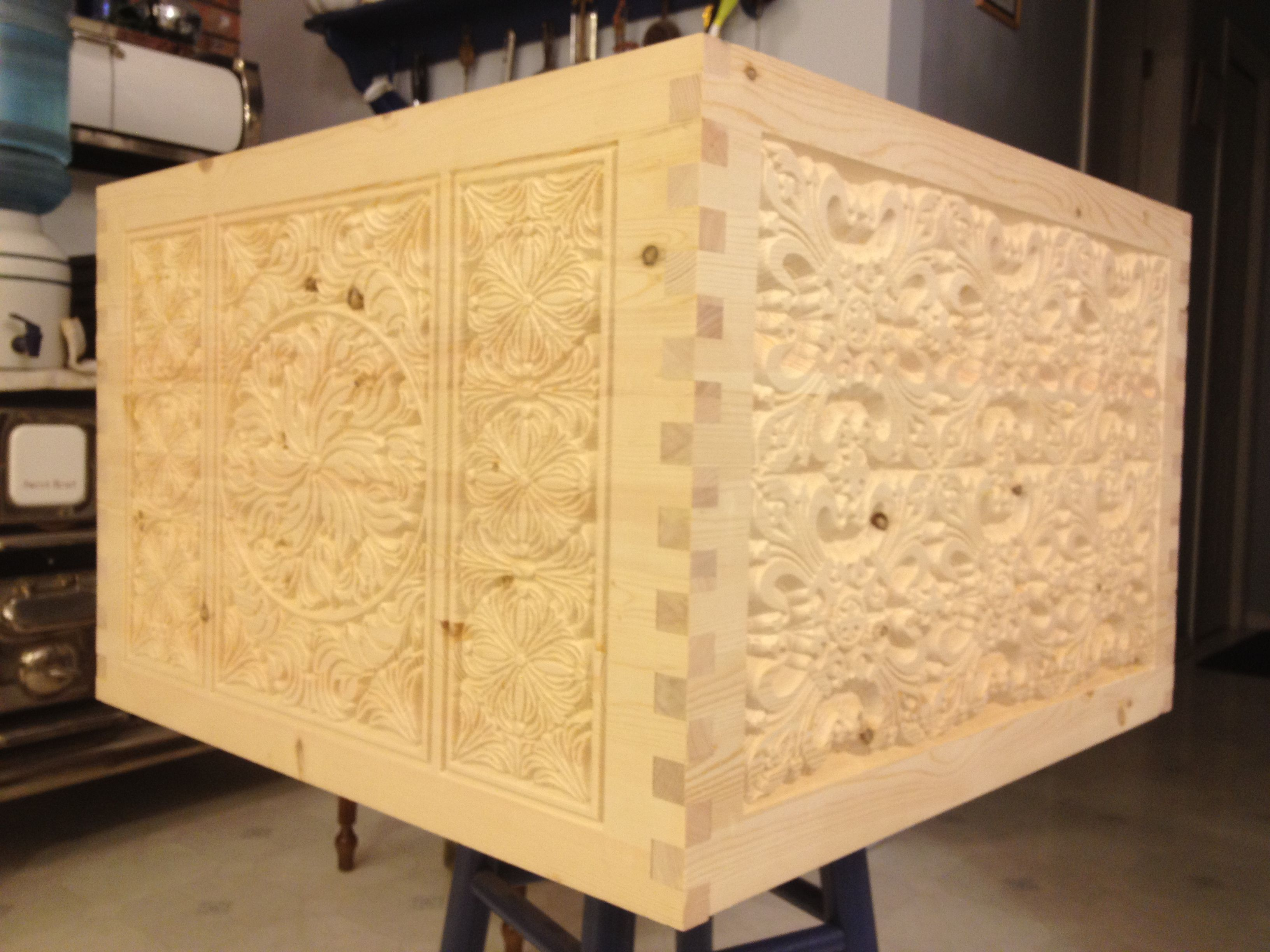 Carved box, done completely with the CNC, corner joints ...