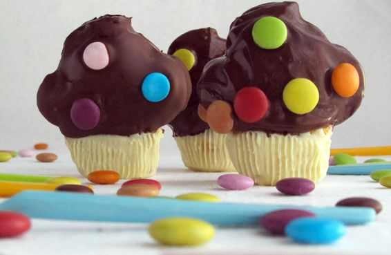 elcuadernodeideas: Cupcakes cupcakes/ these are so cute, does anyone know where to get a mold or pan like this?