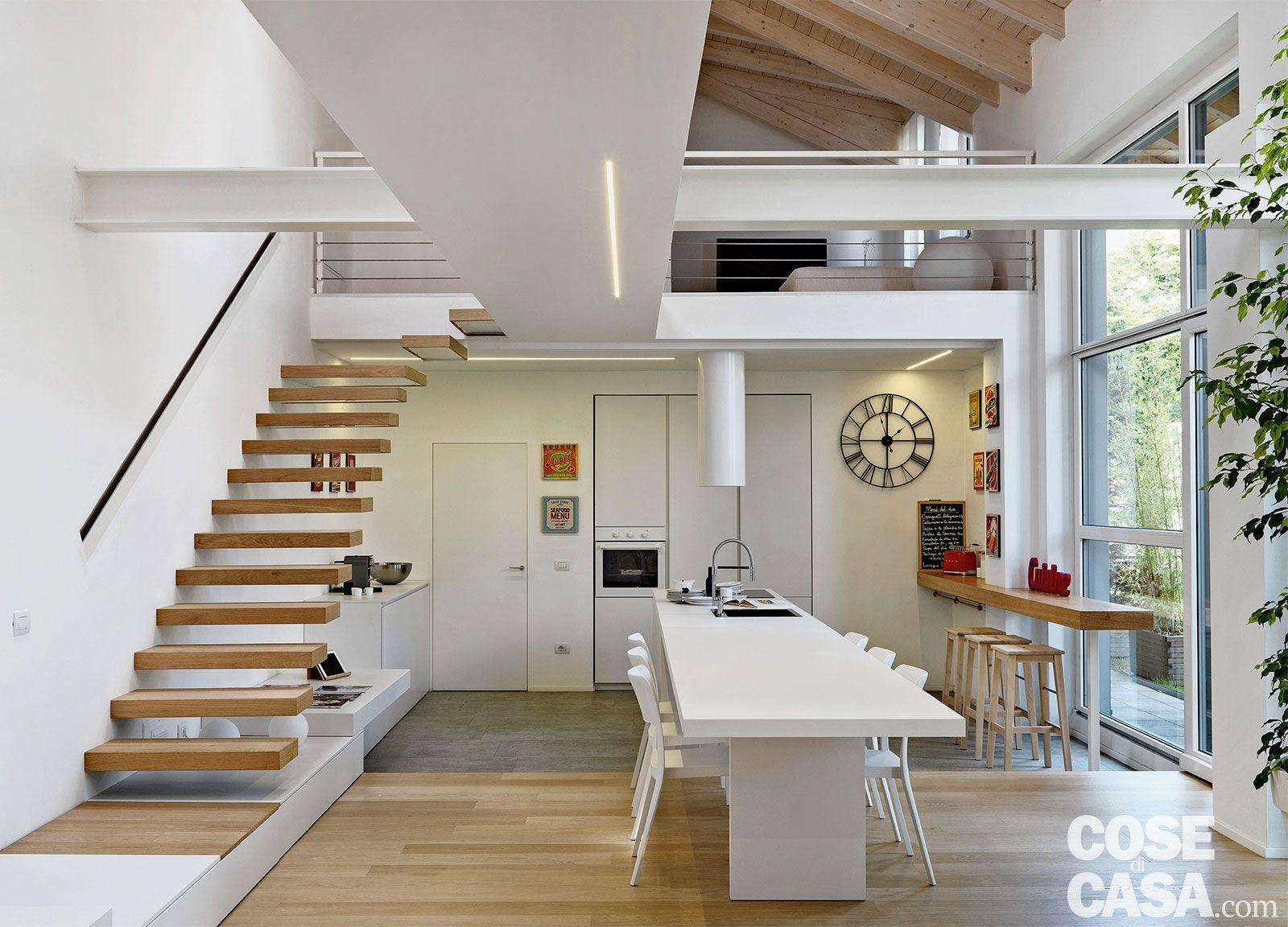 Loft una casa sottotetto a doppia altezza Arredamento