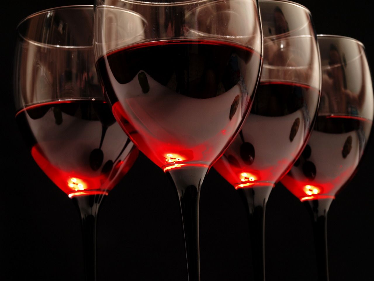 Pin By Cucci Boa On Salute Red Wine Wine Wallpaper Wine