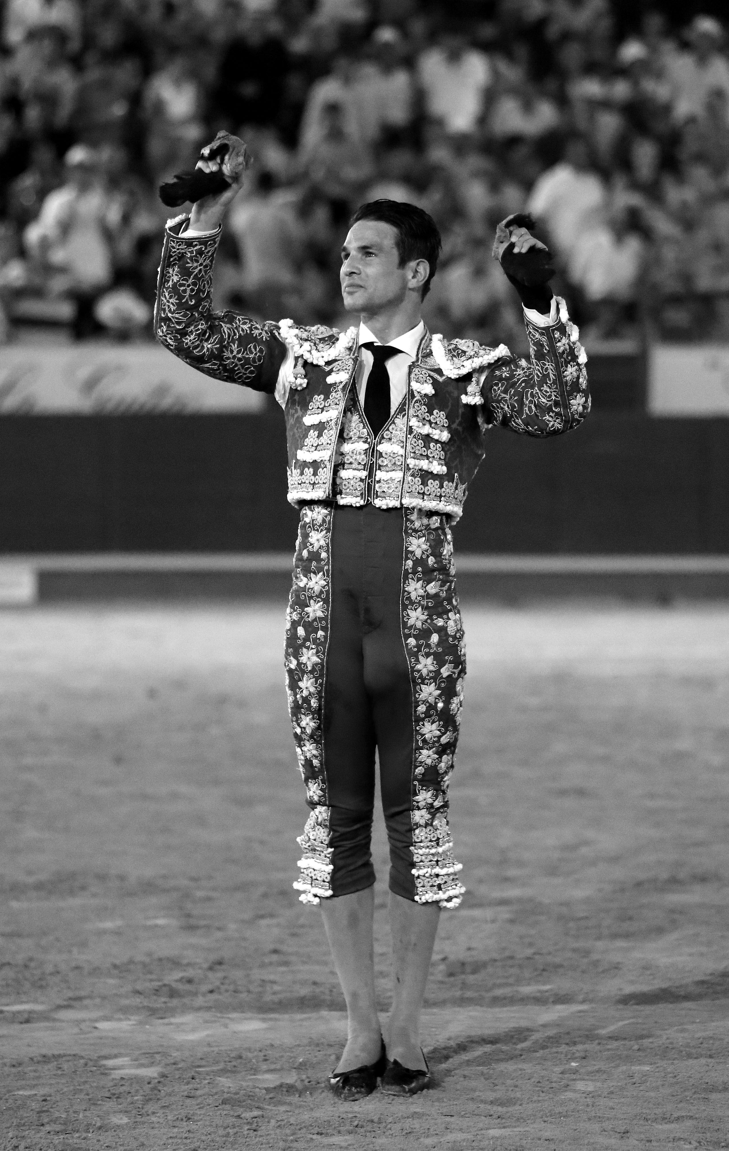 Lleno de 'no hay billetes' en Sanlúcar de Barrameda y aclamada puerta grande para José María Manzanares tras cortar tres orejas. El primer toro de Lola Domecq fue bruto desde el princip…
