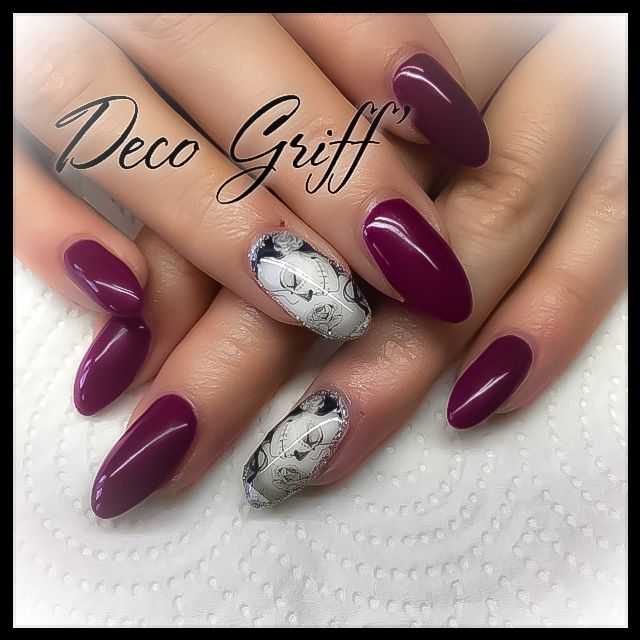 Ongle plein rouge bordeau Nail art swag