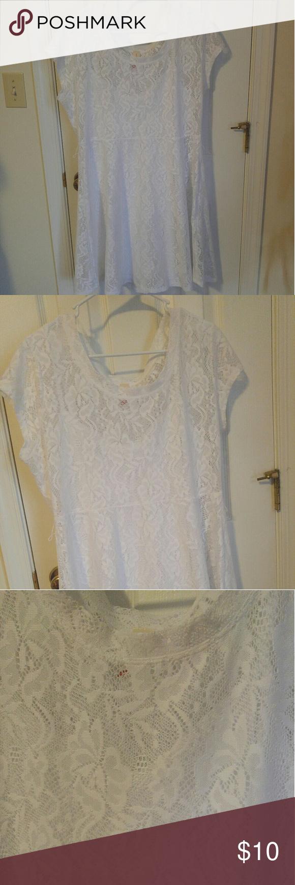 White short sleeve lace dress White short sleeve lace dress. Slip underneath. Side zipper. No Boundaries Dresses