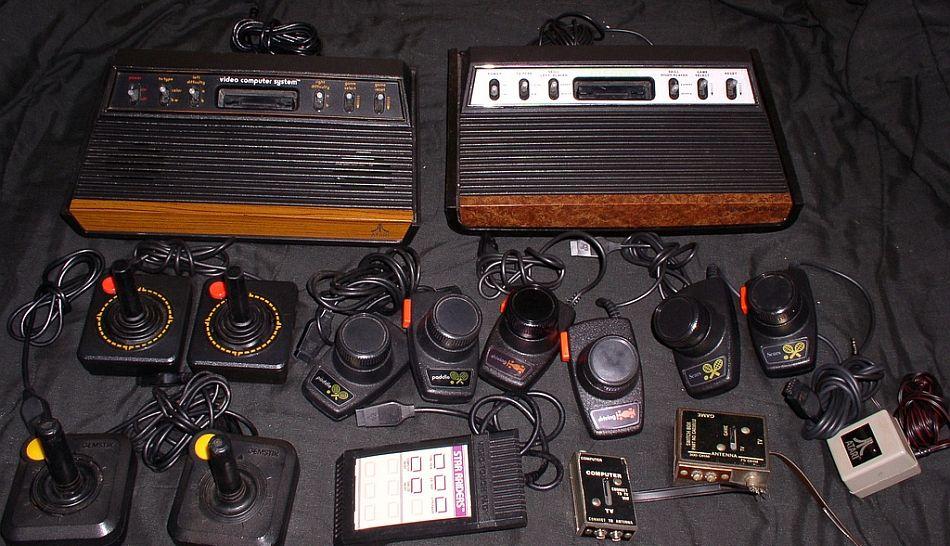 Fotos A Proposito De La Nueva Playstation Las Consolas De Videojuegos Mas Famosas Tech History History Desktop Environment