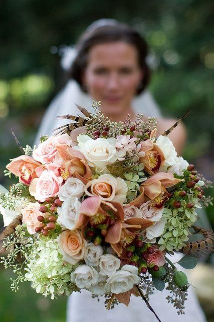 Buquê para noivas altas e que fica maravilhoso em festa diurnas e noturnas.
