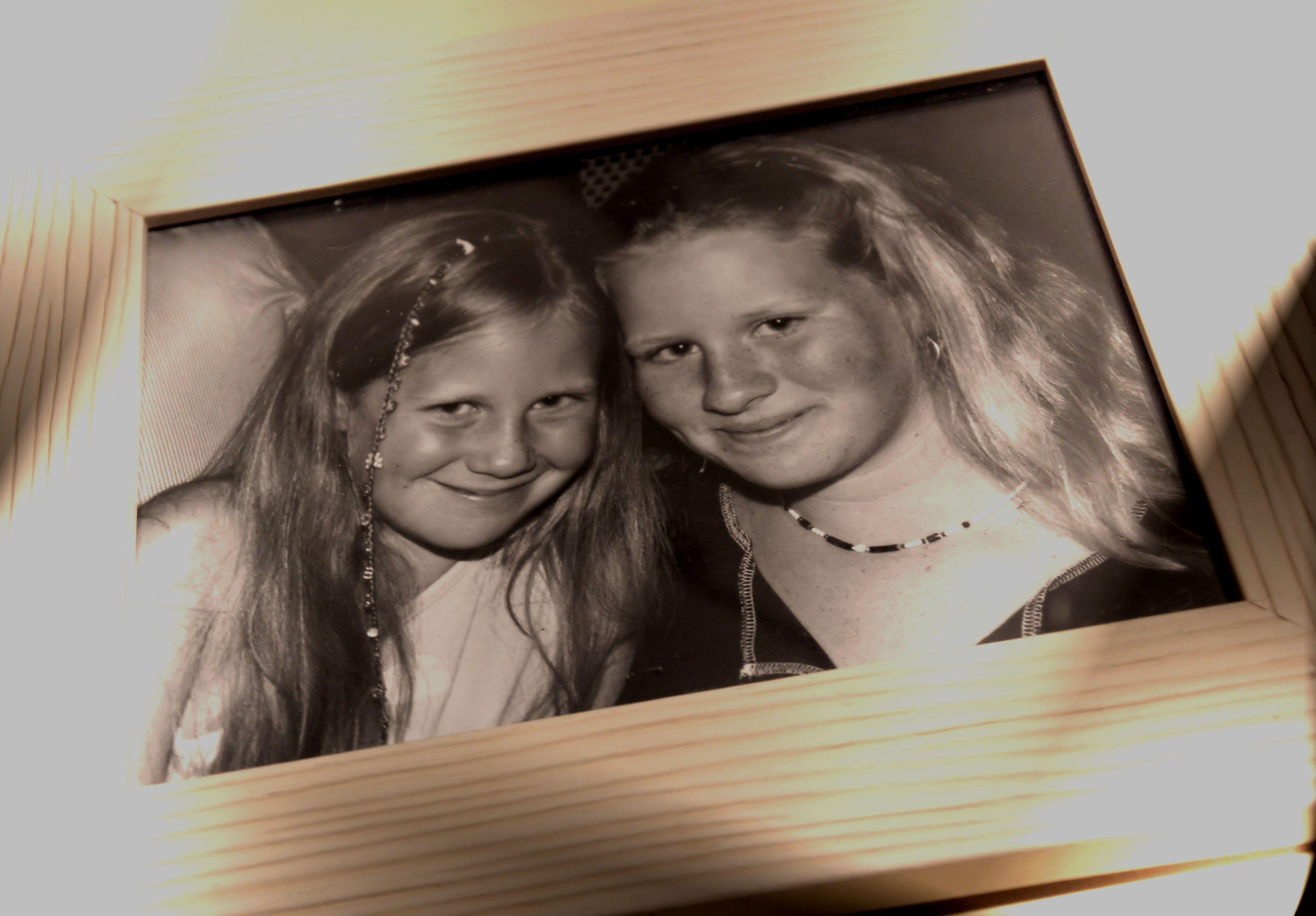 22ème jour : En noir et blanc..... mes petites chéries... il y a une dizaine d'années ! <3 oh la la mais où donc passe le temps... ?