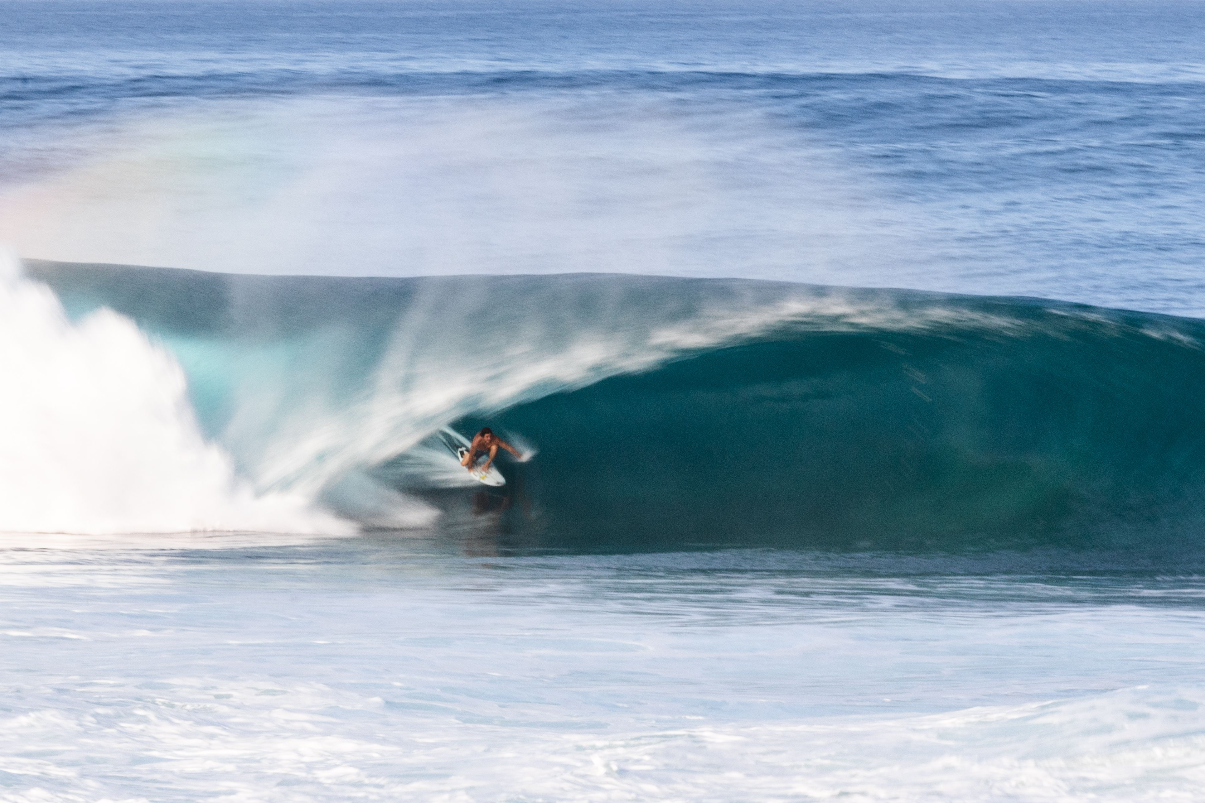 Cor Surf Team Rider Reef Mcintosh At Home On The North Shore Of Hawaii At Pipeline Surf Surfing Pipeline Northsho In 2020 Surfing Photography Surfing 2020 Olympics