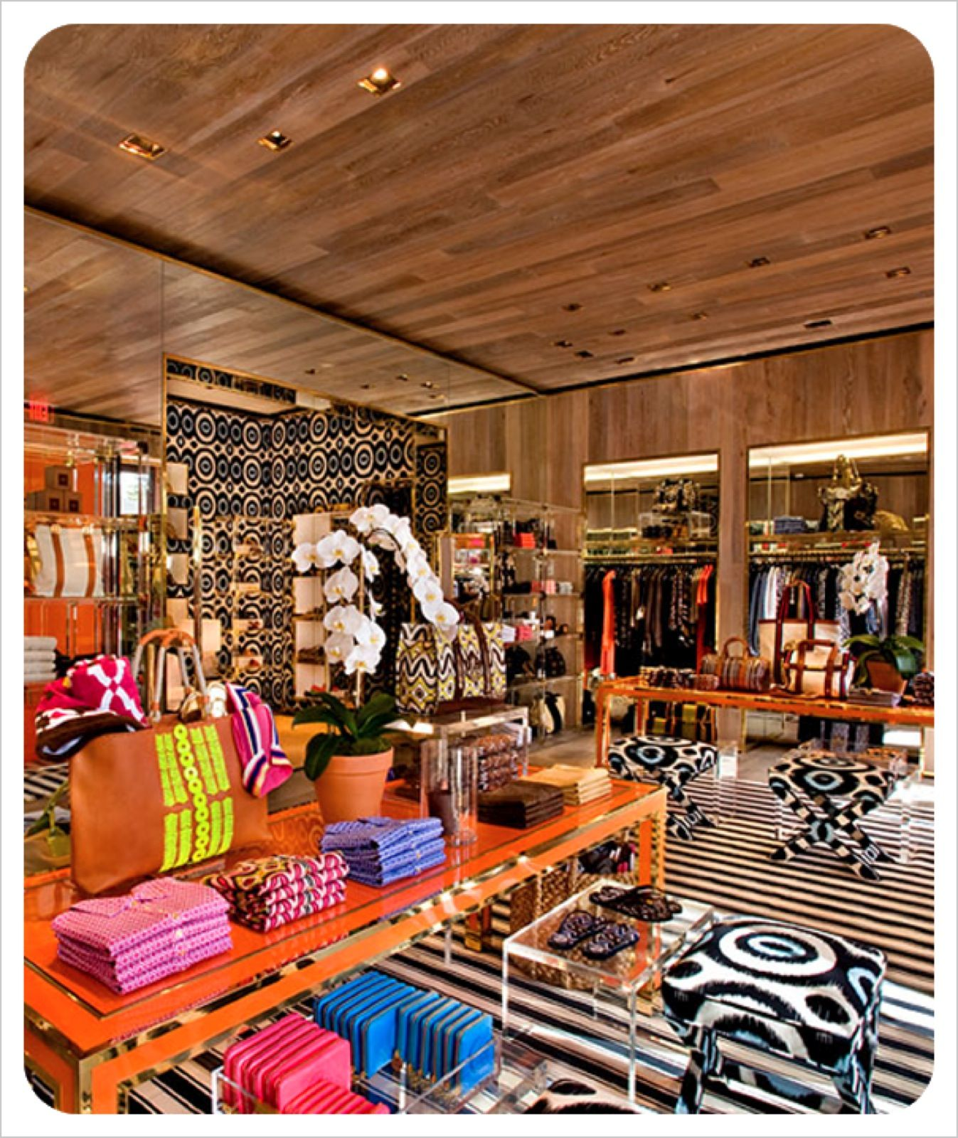 Tory burch boutique retail pinterest decoraci n de vitrina vitrinas y espacios - Decoracion de vitrinas ...