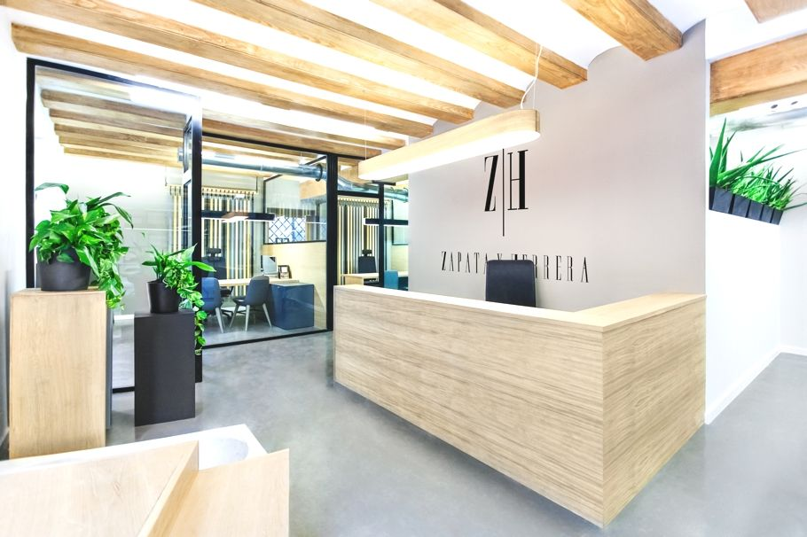 chic office design. Sleek And Chic Office Interior, Spain - Http://www.adelto.co.uk/sleek-and- Chic-office-interior-design-project-spain Design