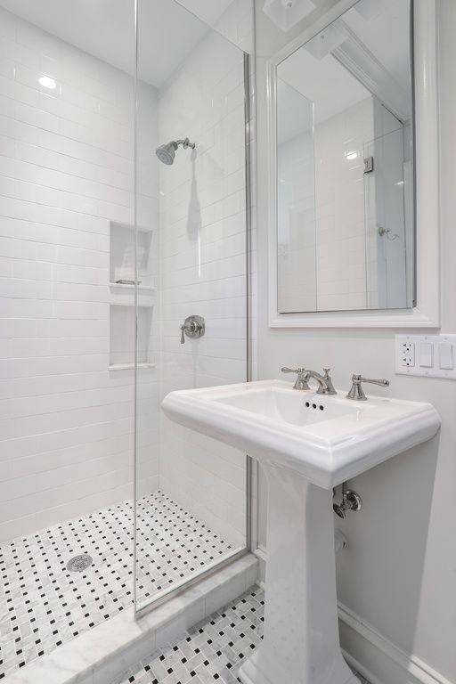 Traditional 3 4 Bathroom With Kohler Forte 8 In