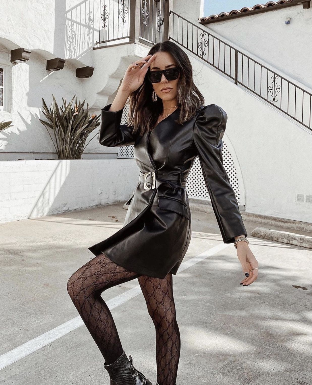 All Black Leather Dress And Gucci Tights Lederkleid Schwarz Mode Outfits Lederkleid [ 1525 x 1237 Pixel ]