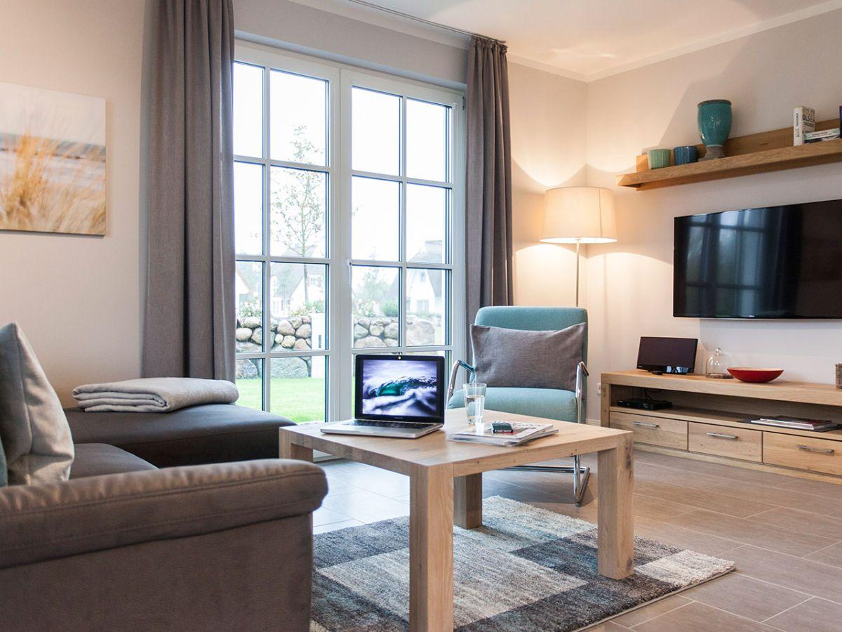 Wohnzimmer mit Flachbildfernseher Ferienwohnung