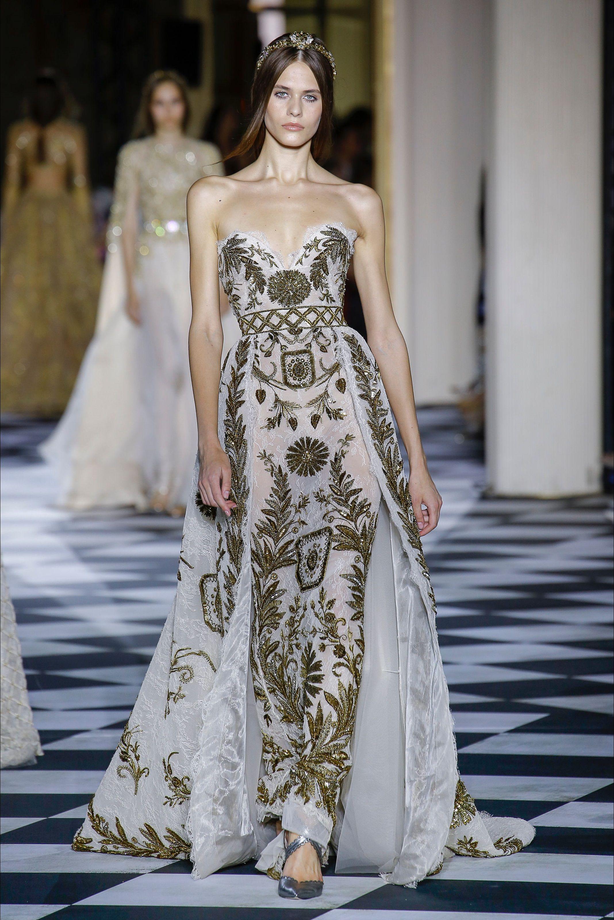 cb829ad8c96d Zuhair Murad Parigi - Haute Couture Fall Winter 2018-19 - Shows - Vogue.it