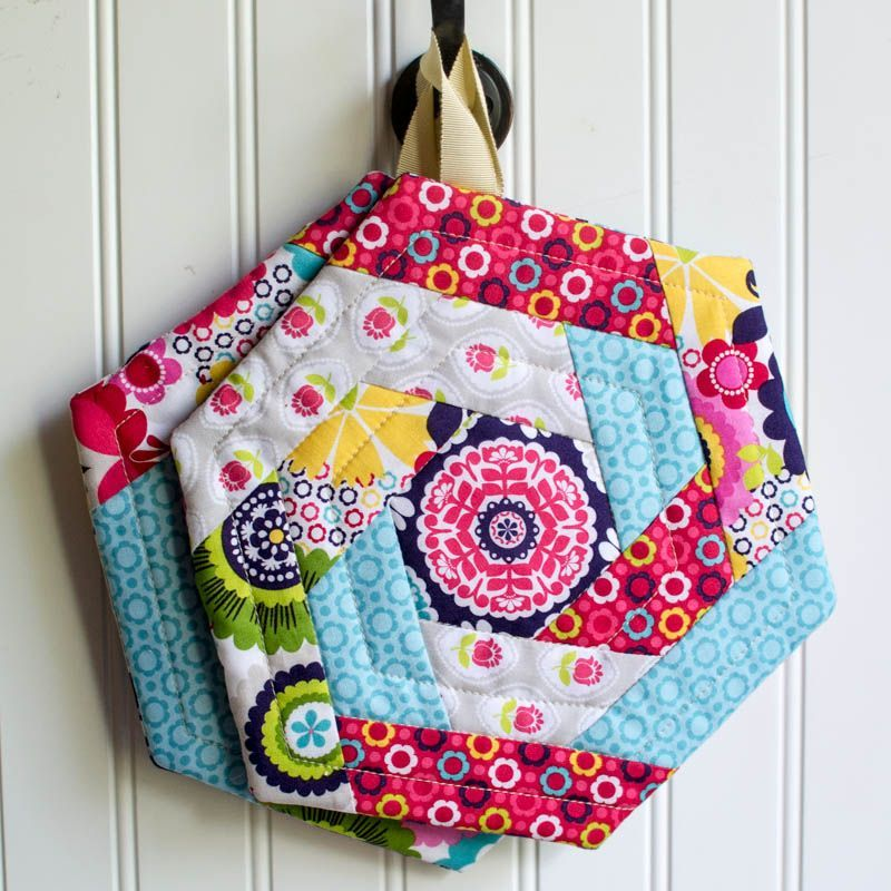 Show Off Saturday - New and Improved Hexi Potholder Pattern | Topflappen