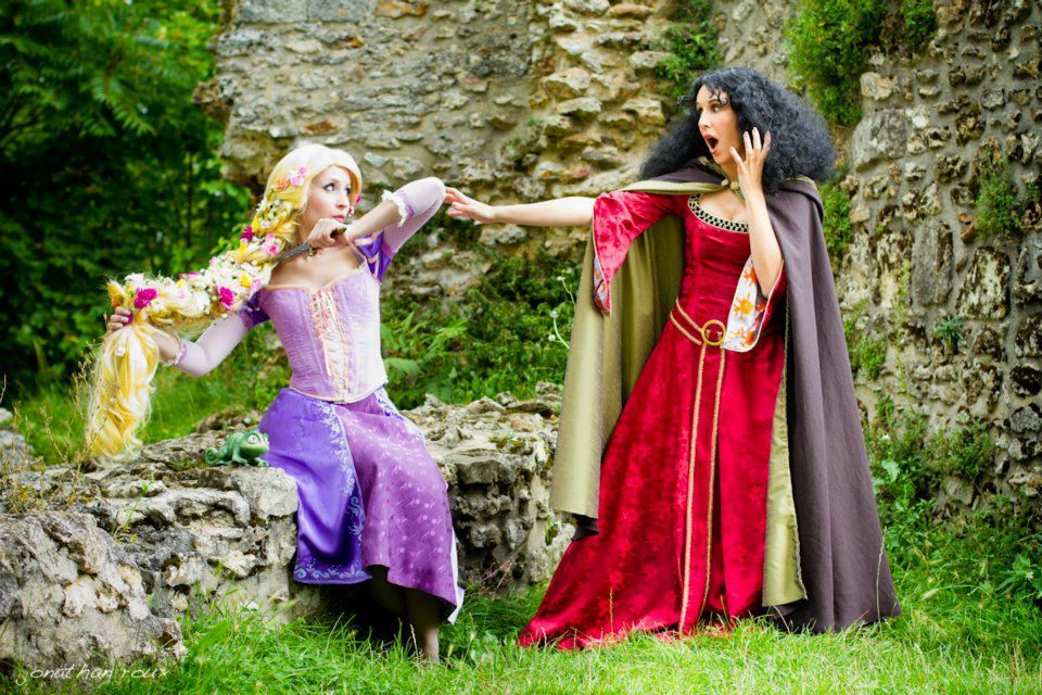 Disney´s Animation Movies. Tangled. Characters: Rapunzel & Mother Gothel. Cosplayer: Laura Salviani & Ivy . Photo: Jonathan Roux. Event: Manga Party 2011.