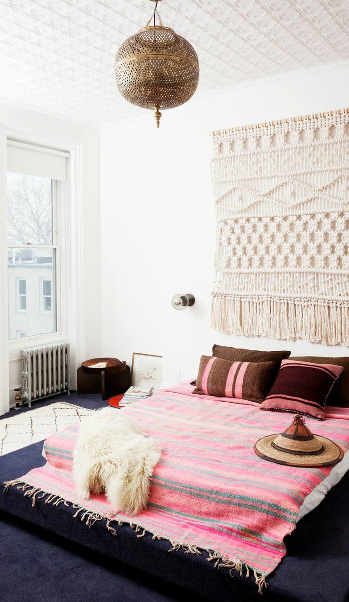 Wandideen Wanddeko Diy Ideen Makramee Wandgestaltung Niedriges Bett Runder Kronleuchter Orientalisch Messing