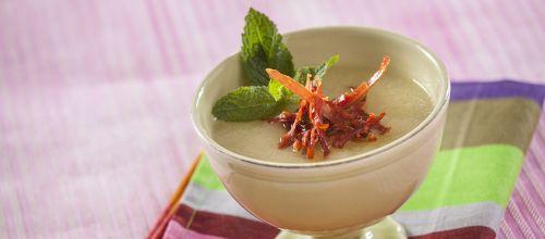 Sopa fria de melão com presunto crocante