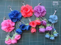 O famoso chaveiro em flor de feltro!