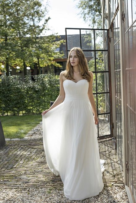 Darlene I Curves Collection by Modeca: A-Linie & Empire Silhouettes ...