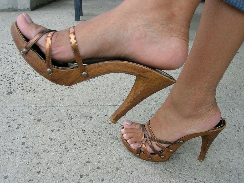 8e79fa138 Sexy wooden mules Sexy Nohy, Podpätky, Dreváky Clogs, Topánky, Sandále,  Tenisky