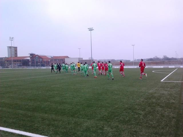 Nebenplatz am VfL-Stadion, Wolfsburg; u.a. beim Testspiel zwischen den Amateuren des VfL Wolfsburg und dem Halleschen FC am 16. Januar 2013