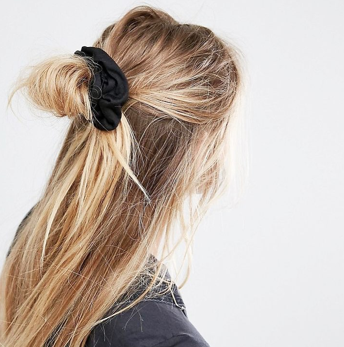 Wenn es wieder wärmer wird, haben wir sofort Lust auf die neuen Frühlingsfrisuren. Von rosegoldenem Haar bis zu Octopus-Buns haben wir für Sie die schönsten Spring-Trends 2018 gesammelt. Außerdem zeigen wir Ihnen, wie man die Looks ganz easy nachstylt! #promthings