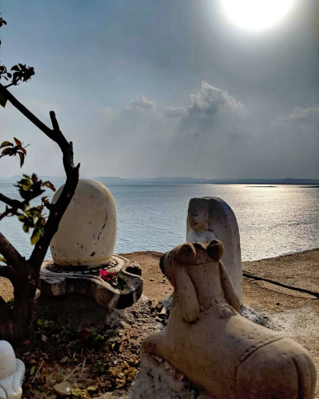 समग्र सृष्टि जिनसे उत्पन्न होती है, स्थिति काल में सृष्टि जिनमें वास करती है, व सृष्टि के कण-कण में जो वास करते हैं। तथा प्रलय काल में समग्र सृष्टि जिनमें लीन हो जाती है उन त्रिपुरारी बाबा भोलेनाथ को हम नमन करते हैं।  ॐ रं ॐ नमः शिवाय 🙏  #ShivLinga #baba #lordshiva #shiva #shiv #bholenath #harharmahadev #bholenath #ShivShankara #shankar #bolenath #shivshankar #mahadev #mahakal #shivshambhu #shivbhakti #shivtandav #shivshakti #tandav #shivtandav #shivmantra #jaishivshankar