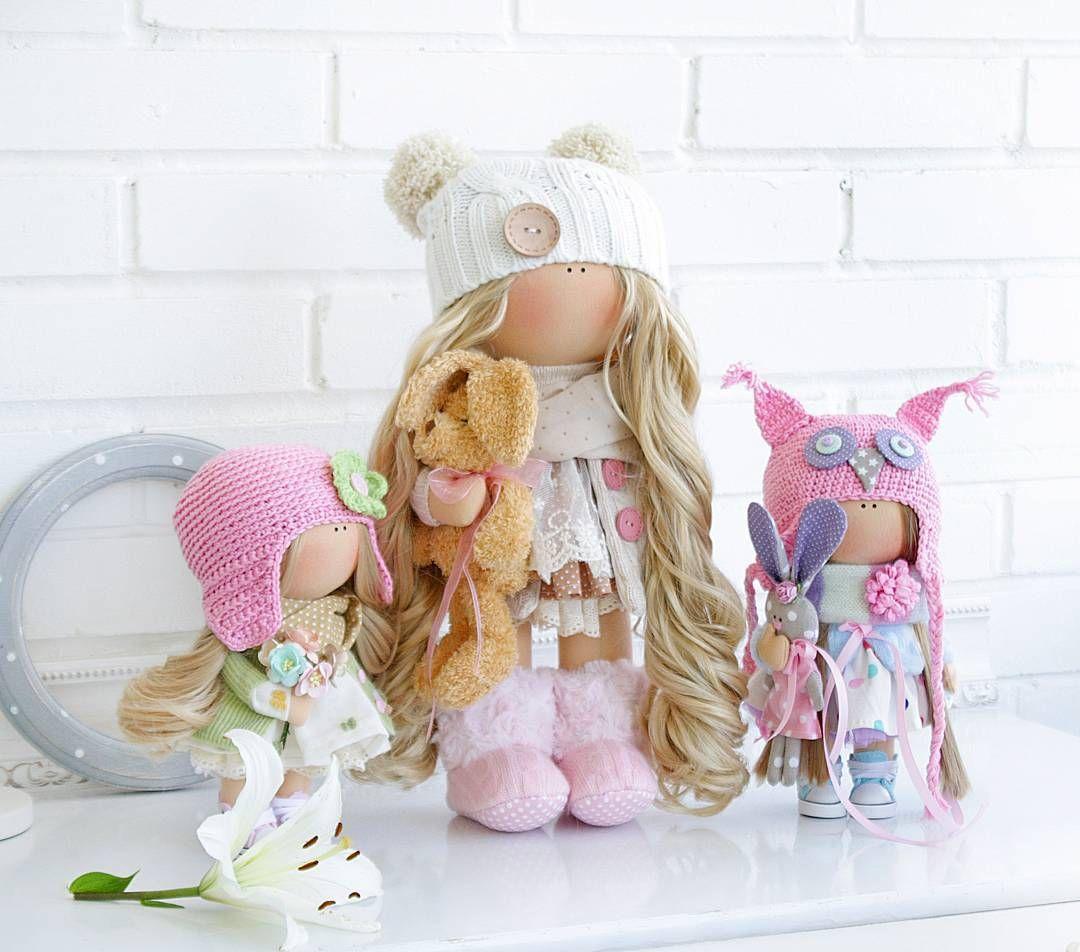 Девочки отправились в один домик ____________________________________ #кукларучнойработы #куклымариибахтеевой#коллекция2016 #коллекционнаякукла #кукольный_трикотаж