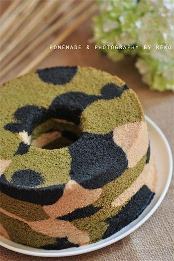 Army camouflage cake with red white and blue icing for Army cake decoration