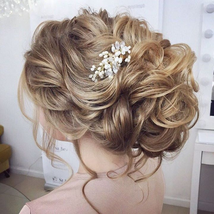 Pre Wedding Hair Style: Beautiful Loose Messy Updo Hairstyle For Romantic Brides