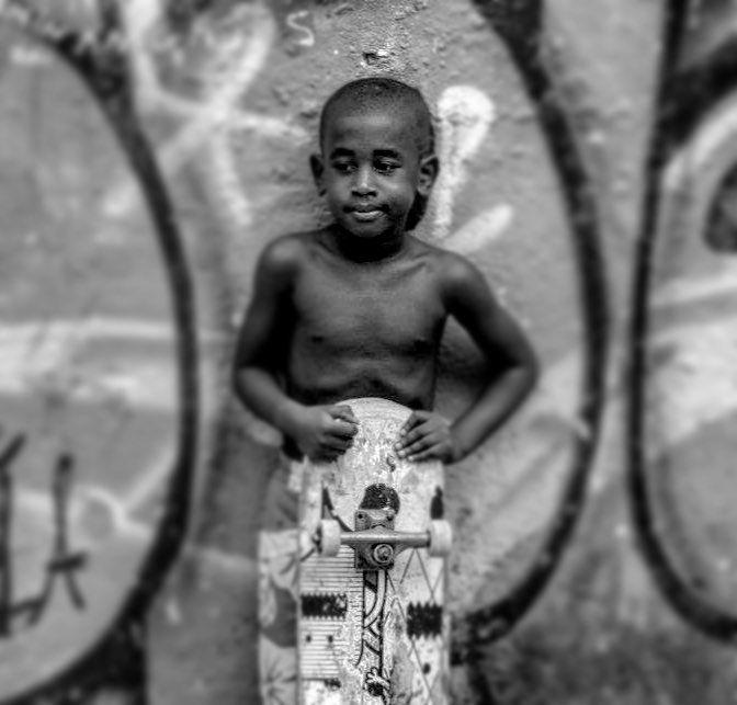 Vai me levar mas não vai me conter. Vai me fazer sonhar mas nunca sem perder a realidade. Vai me crescer mas nunca esquecer enquanto querer ser criança. #fotografia #photo #photogram #photography #kids #skate