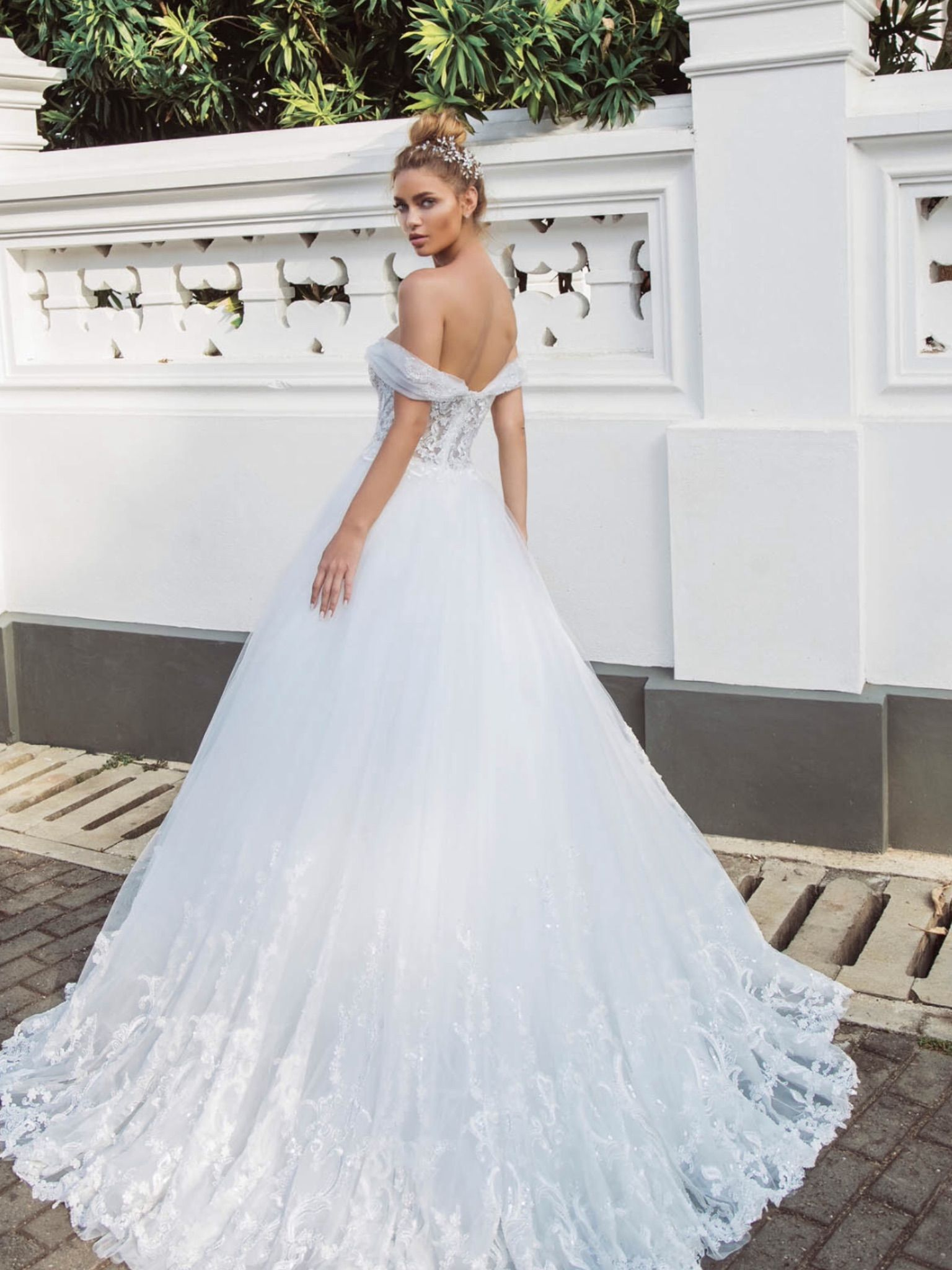 bf8ee509b9de Νυφικα 2019  ρομαντικα νυφικα  νυφικα με εντυπωσιακη πλατη  γοργονε νυφικα   νυφικα με