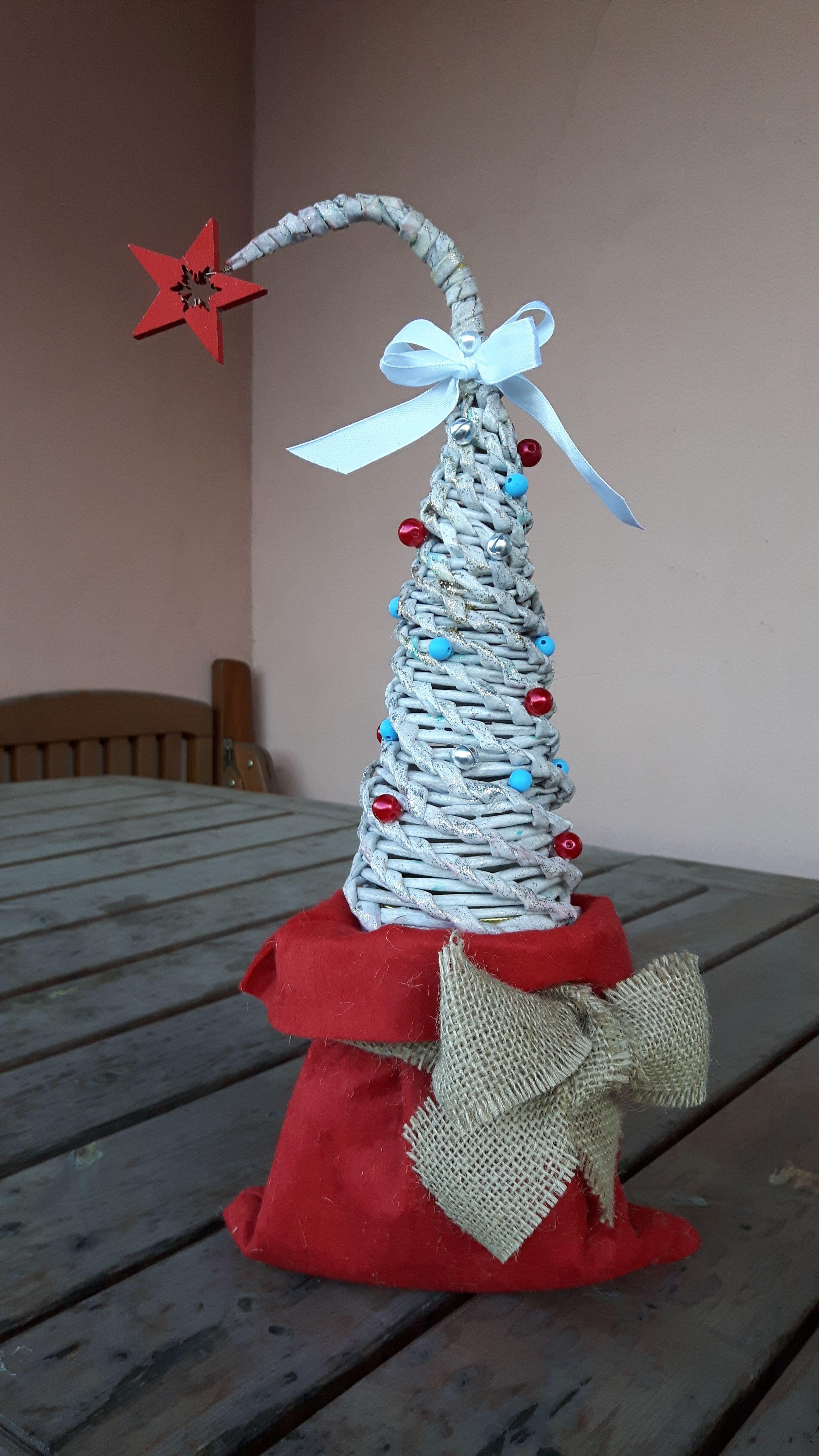 Albero Di Natale Con Cannucce Di Carta.Albero Di Natale Con Cannucce Di Carta Artist Agnese Redaelli Cannucce Alberi Di Natale Natale