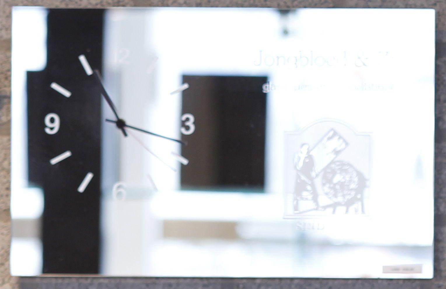 Spiegel Met Klok : Interieurglas voor alle toepassingen