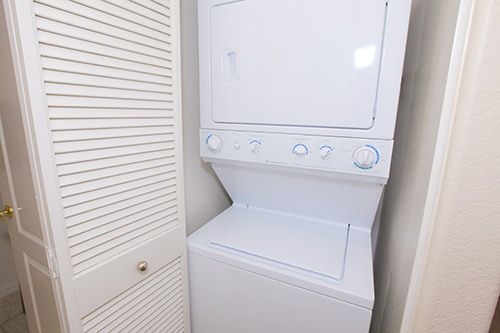 Full Size Stackable Washer Dryer 2 Amp 3 Bedroom
