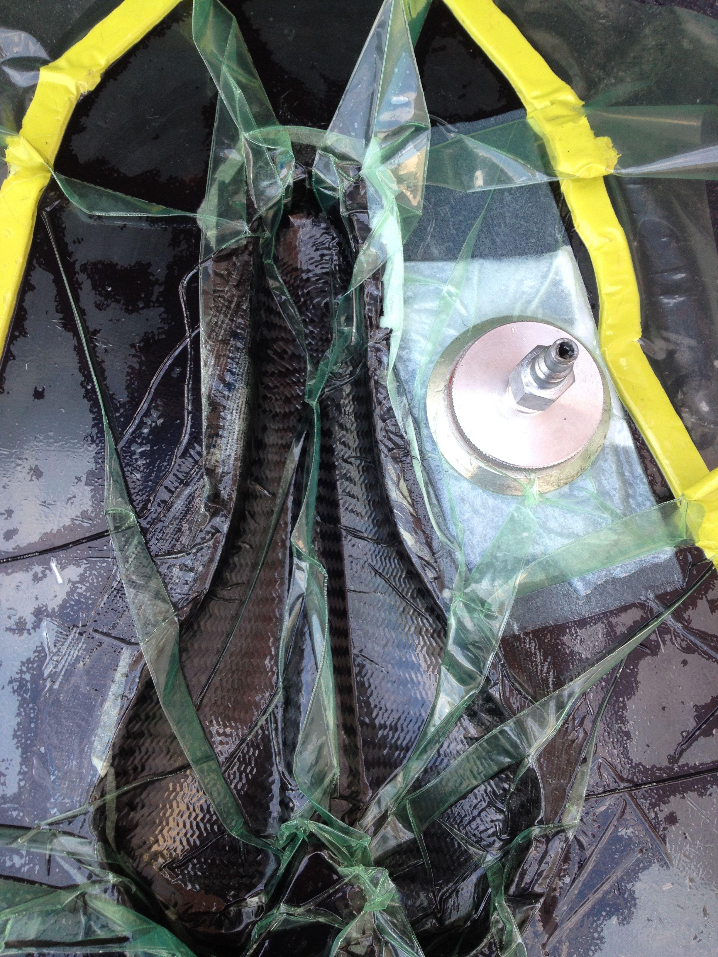 Sillín en fibra de carbono dentro de la bolsa de vacío. Para mayor información, visita: www.carbonlabstore.com