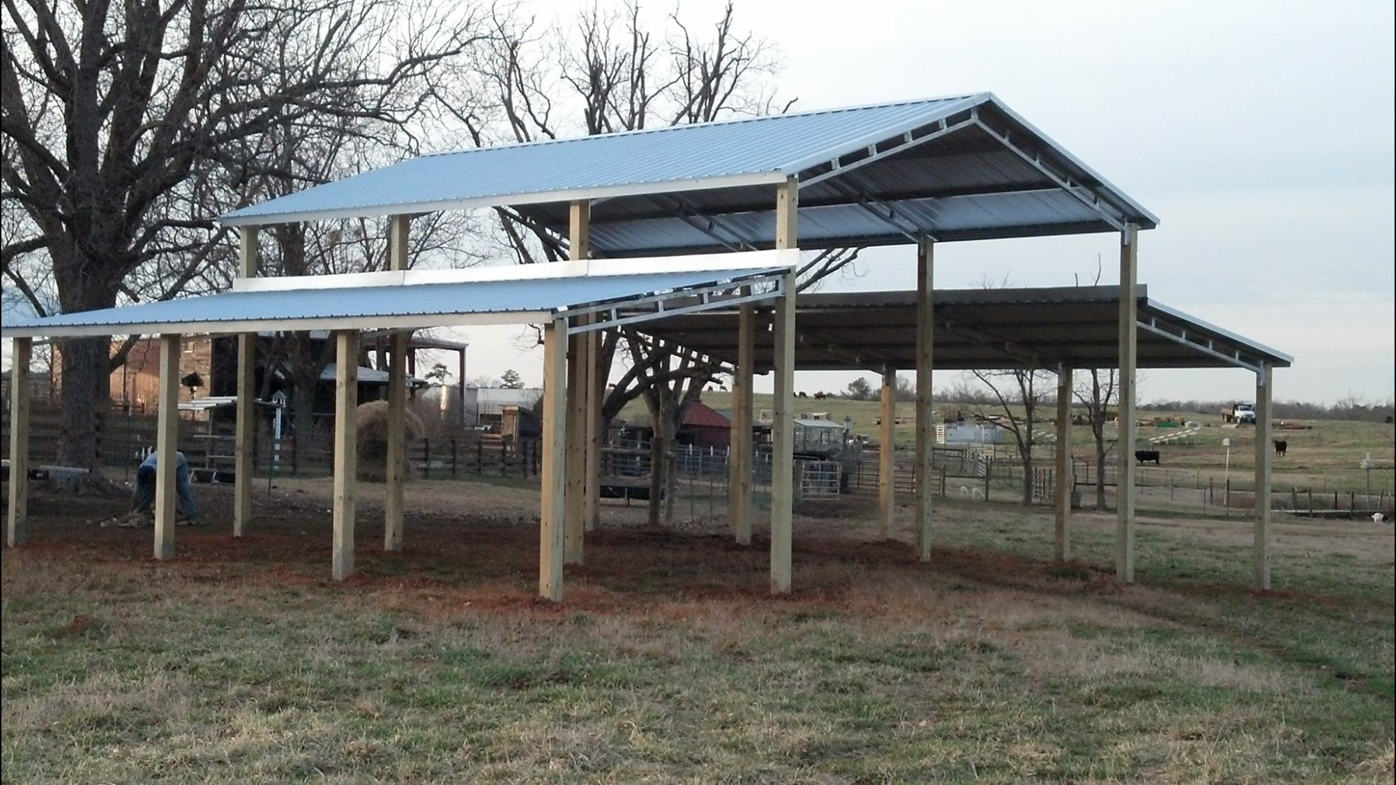 Monitor Barn Style Pole Building Using Metal Trusses