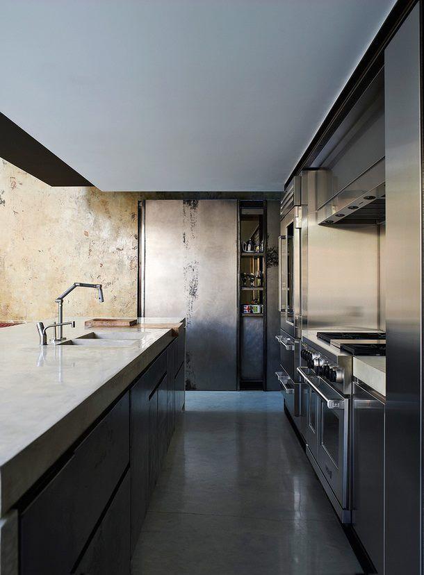 massive betonk che mit martialischen k chenger ten k che pinterest k che architektur und. Black Bedroom Furniture Sets. Home Design Ideas