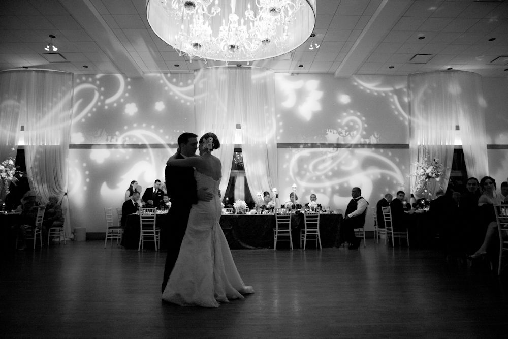 Dancing in the dark.   Robyn Rachel Photography   Kenneth Winston: Premiere Exclusive #kennethwinston #realbride