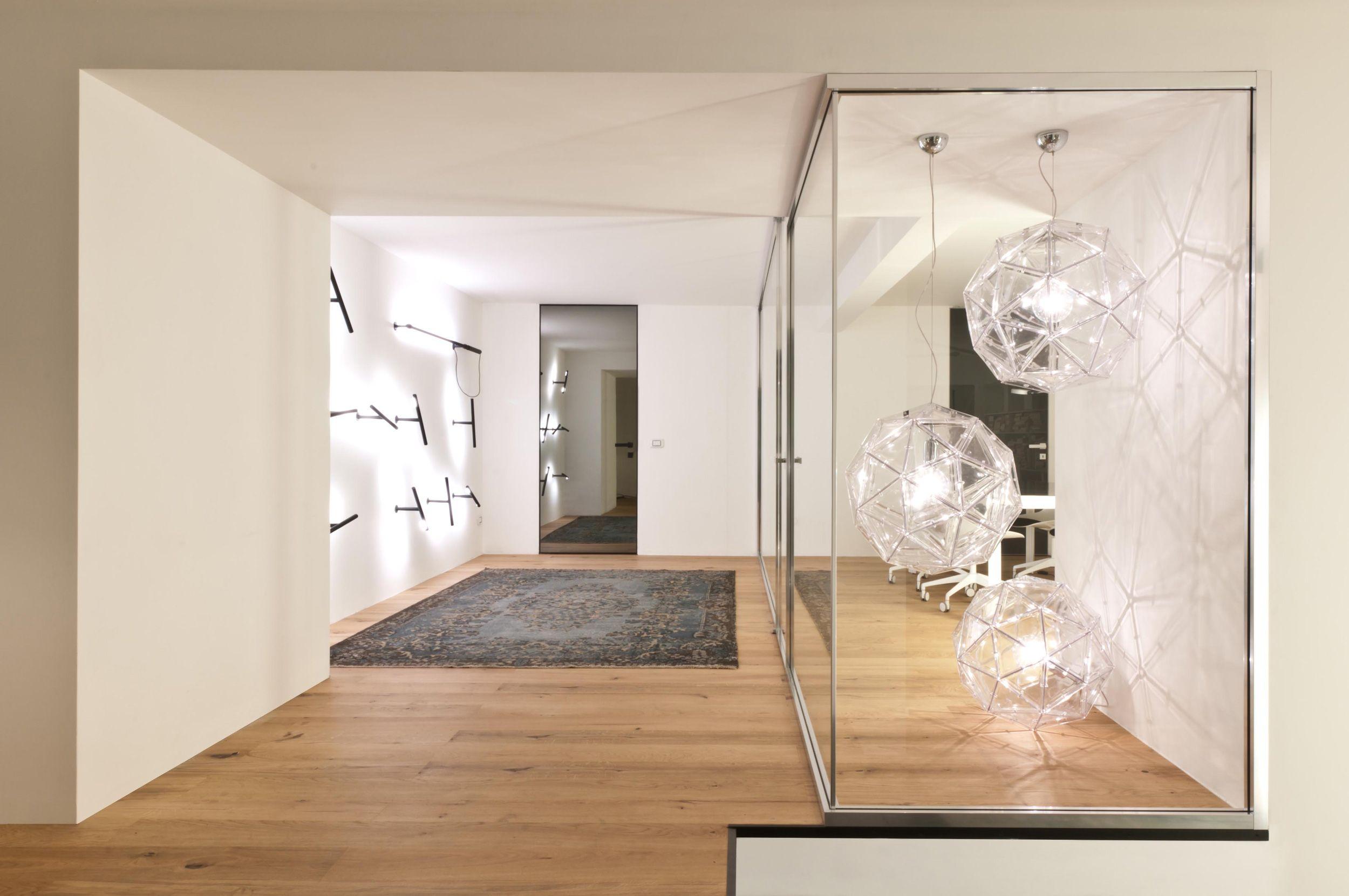 Un loft sospeso Minimalism, Design, Showroom