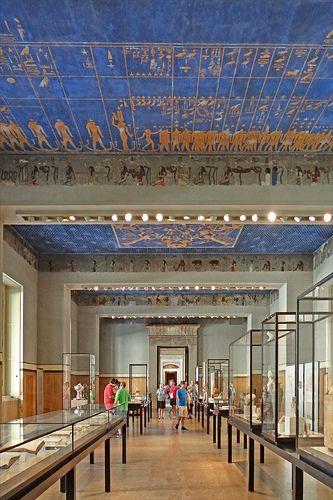 La Salle Mythologique Neues Museum Berlin Berlin Museum Architecture