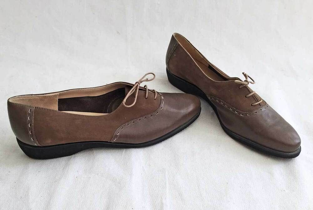 afa83ff5417e7 Salvatore Ferragamo Boutique Brown Lace Up Oxford Flats Shoes ...
