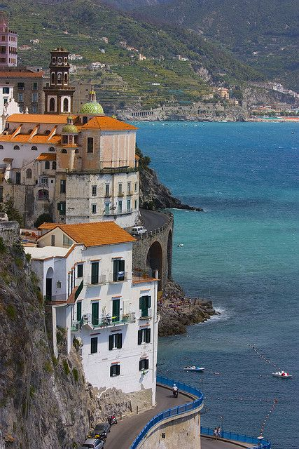 A bend to Atrani, Amalfi Coast, Italy (by chipotles).