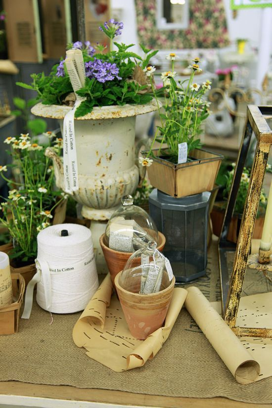 9a043de0e1160 IDEAS FOR ARRANGING AN ANTIQUE BOOTH SPACE   Attention to Details ...
