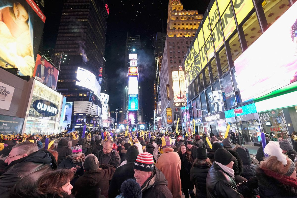 Rain Could Dampen Times Square Crowd At New Year S Eve Ball Drop