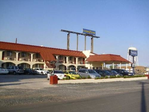 Travelodge Holbrook Arizona Situated In 22 Miles From The Petrified Forrest This Hotel Offers A Daily Hot Breakfast