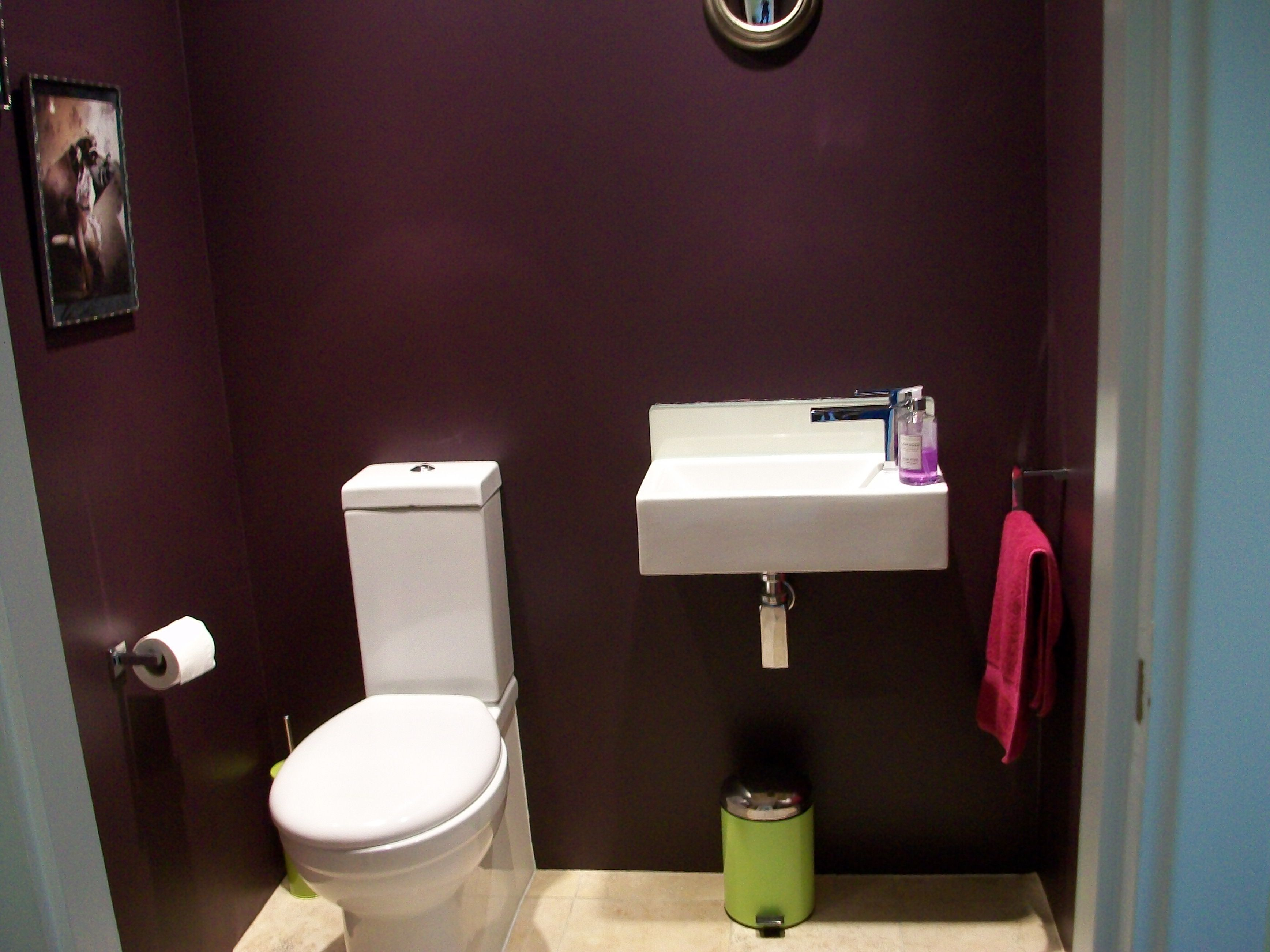 Dark bathroom paint pelt aubergine in modern emulsion from farrow ball in my cloakroom for Aubergine bathroom accessories