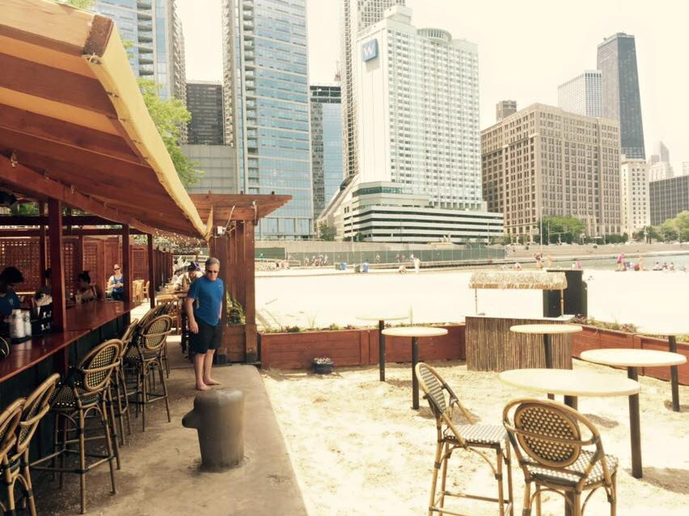 15 Chicago Restaurants With Top Views Of The Windy City Caffe Oliva Seasonal Beachfront Spot On Ohio Street Beach S Lakefront Are Nearly